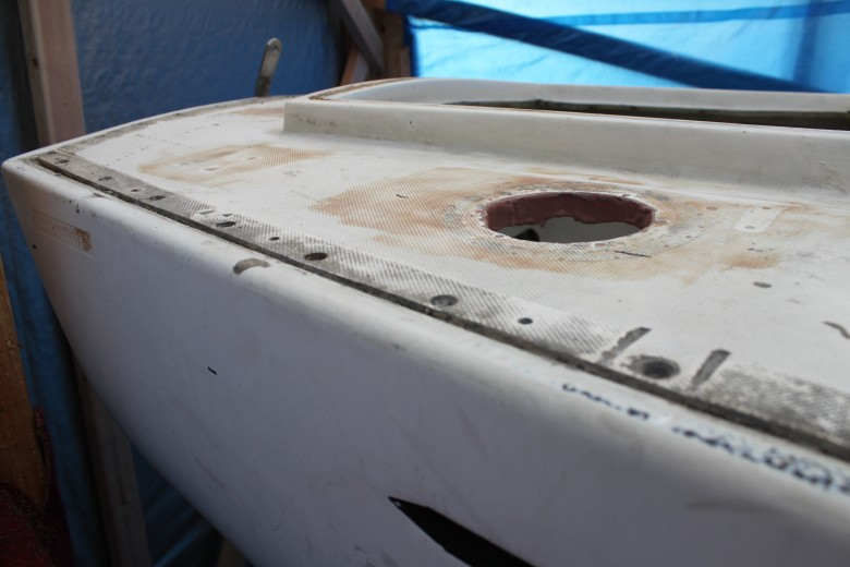 See the top left of the hull, you can see the imprint area.